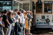 Tram-Porto-Ribeira-pictury-photo-tours-porto-portugal