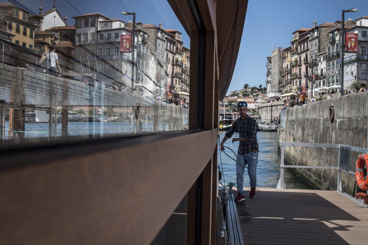 barco-Rio Douro-Gaia-Porto-pictury-photo-tours-porto-portugal