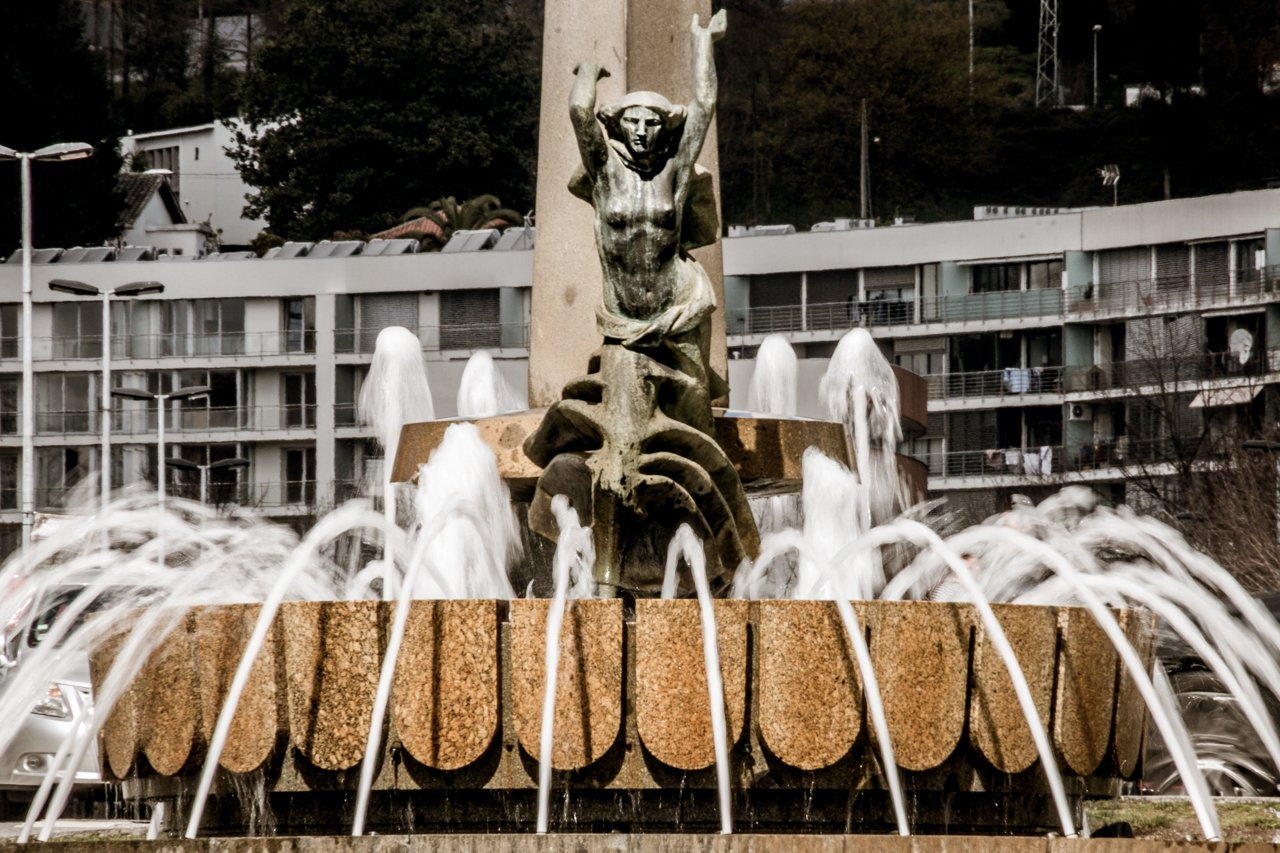 Estátua Maria da Fonte, Guimaraes, Portugal