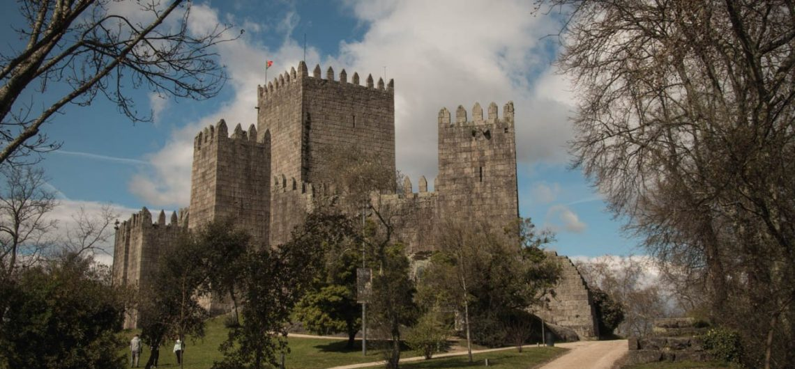 Guimarães-castle-pictury-photo-tours-porto-portugal