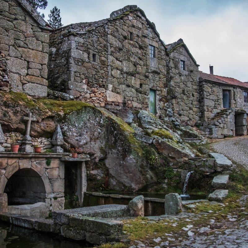Fonte romana da aldeia de Cervos